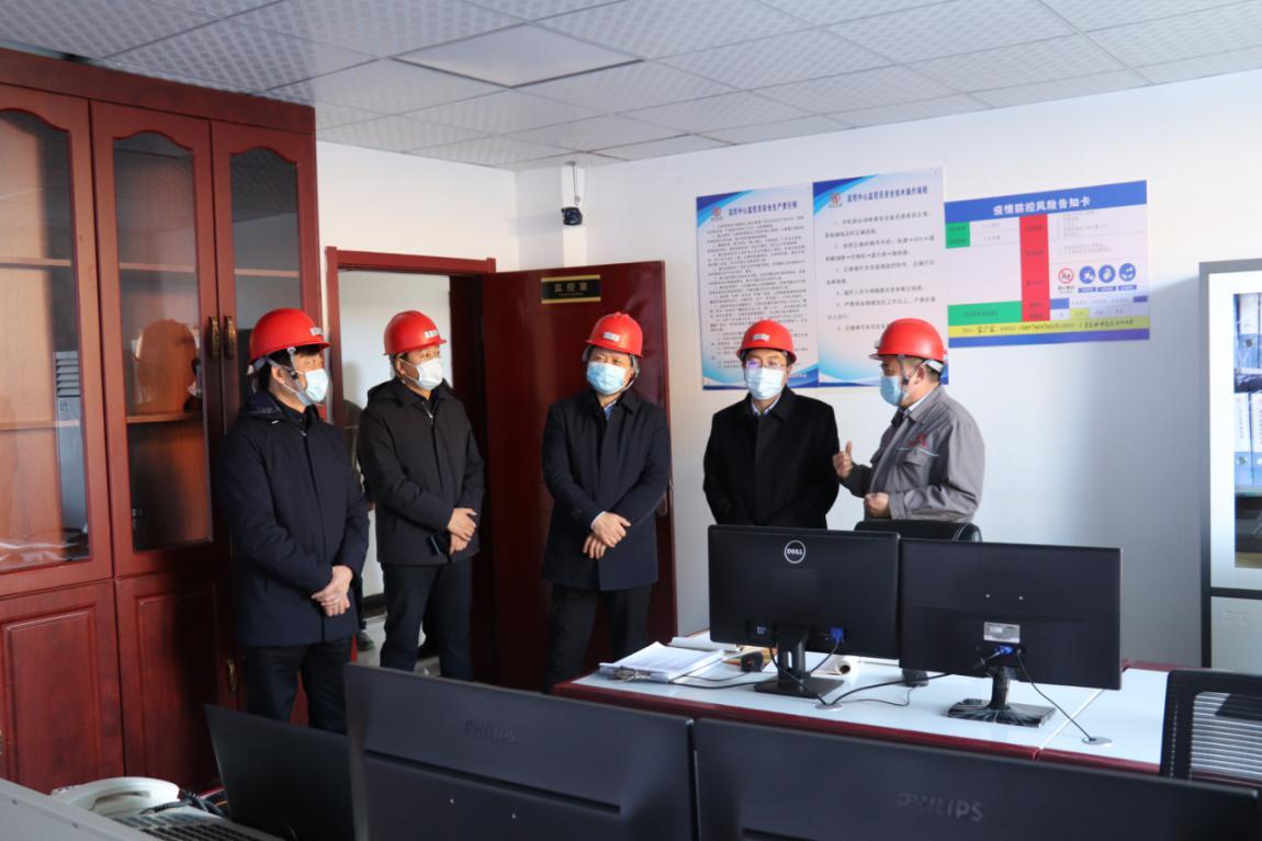 赤峰市副市长生效友在光大矿业调研指导工作